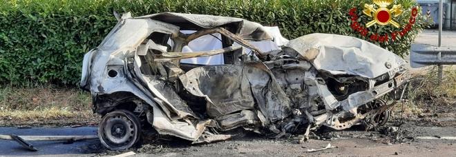Spaventoso frontale sulla Statale: auto distrutte, due morti FOTO