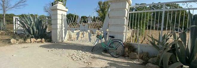 Gallipoli, Matteo muore a 21 anni in bici travolto da un' auto all'uscita da un locale. Ferito anche l'amico. Erano in vacanza in Salento