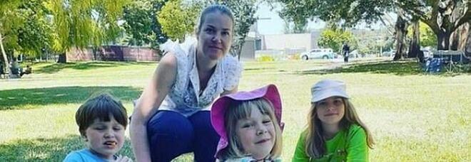 Mamma uccide i tre figli piccoli, la lettera commovente della maestra di uno di loro: «Non vedevo l'ora di averti in classe»