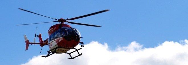 Elicottero si schianta sulle Alpi, cinque morti: gravissimo il pilota, unico sopravvissuto