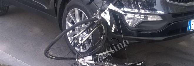Gruppo di ciclisti travolti da un'auto agli Alberoni: un morto, uno grave -Foto