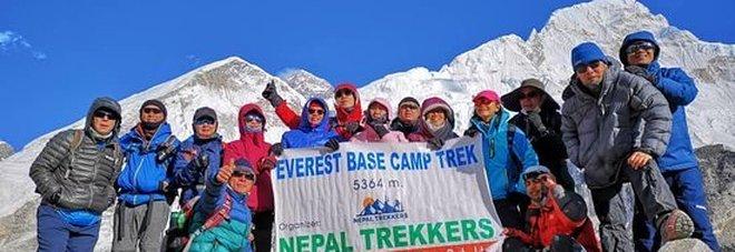 Chiude anche l'Everest, migliaia di alpinisti stranieri ospitati gratis, tanti gli italiani