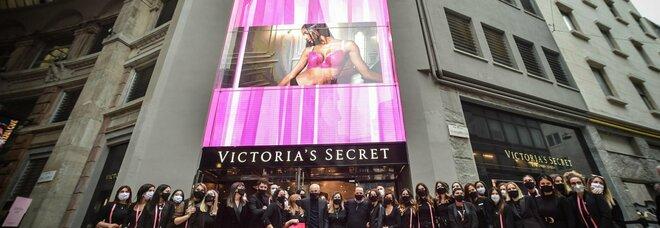 Milano, in Galleria del Corso sono planati gli angeli: nell'ex cinema Excelsior ha aperto i battenti Victoria's Secret