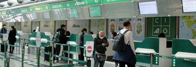 Alitalia, stop ai voli dal 15 ottobre: cosa deve fare chi ha già acquistato un biglietto. Sostituzione e rimborsi