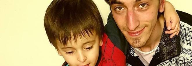 Papà uccide il figlio di cinque anni soffocandolo in auto, assolto in appello: «Incapace di intendere e volere»