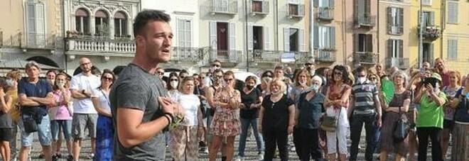 Marco, 22 anni, ha sfidato i No vax in piazza: «Mio padre è morto di Covid. Mi hanno detto: non capisci niente»
