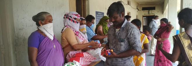 Record di contagi in India in 24 ore e seconda dose di vaccino per il premier Modi