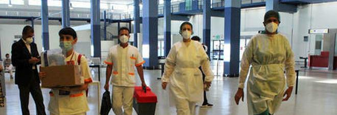 Neonato abbandonato in aeroporto, decine di donne costrette a sottoporsi a visite ginecologiche: denunciati gli agenti