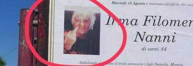 Manifesto funebre col dito medio, la foto che fa discutere: «Nonna Irma era proprio così»
