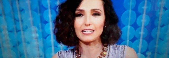 Caterina Balivo, paura a Vieni da me: esplosione in diretta durante l'intervista. «Che è successo?»