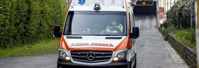Milano, auto investe ciclista: 23enne muore dopo la corsa in ospedale