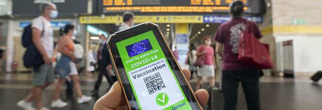 Green pass per trasporti e scuola: la decisione del governo, cosa cambierà