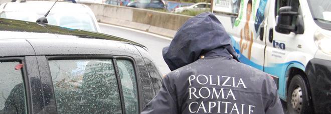 Maltempo a Roma, allagamenti e traffico in tilt: tangenziale chiusa in direzione Nomentana, allagata Galleria Giovanni XXIII