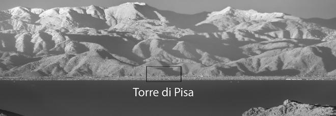 Torre di Pisa fotografata da una montagna della Corsica: incredibile scatto da 191 km