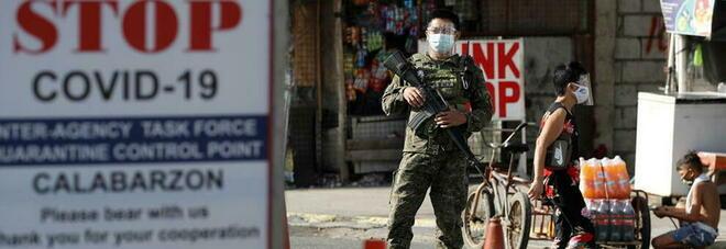 Viola il lockdown, costretto dalla polizia a fare 300 piegamenti: muore in preda alle convulsioni