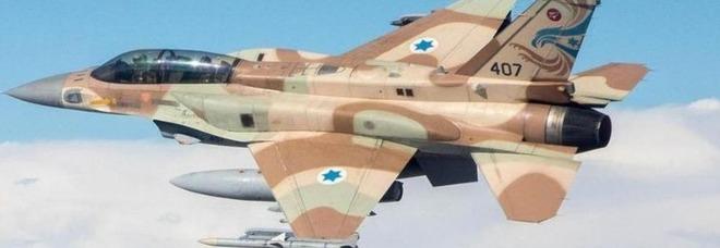 Aereo russo con 172 passeggeri sfiorato da missili lanciati da caccia israeliani: atterraggio d'emergenza