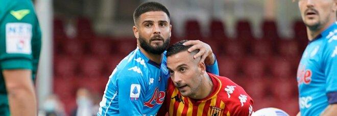 Il Napoli batte in rimonta il Benevento, a segno i fratelli Insigne