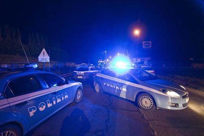 Non si fermano all'alt conflitto a fuoco tra polizia e banditi