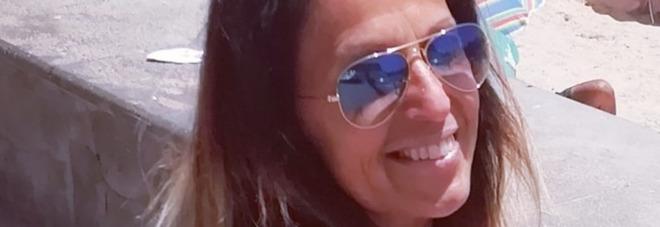 Donna di 50 anni uccisa in casa con colpi alla testa: fermato il compagno