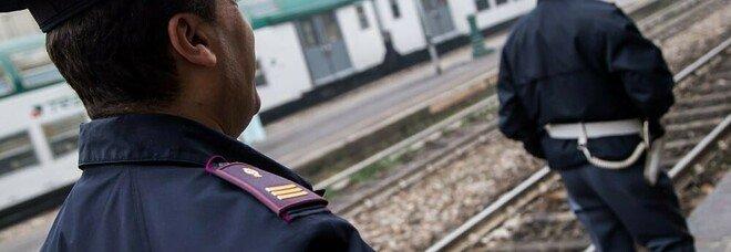 Si lancia sotto un treno e muore: l'ultimo straziante biglietto