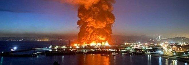 San Francisco, mega incendio al Fisherman's Wharf: distrutta parte del molo simbolo. 125 vigili del fuoco sul posto