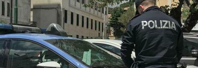 Milano, guai per un'ex guardia giurata: 14 chili di hashish in casa e 3 pistole scomparse