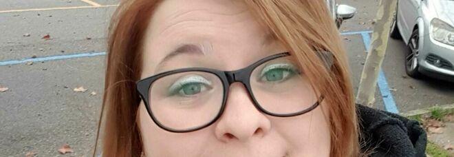 Travolta mentre attraversa la strada, Lucia muore a 25 anni. Un paese sotto choc