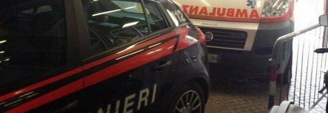 Napoli choc, il paziente viene soccorso da un'ambulanza ma prende a calci un medico e aggredisce un infermiere