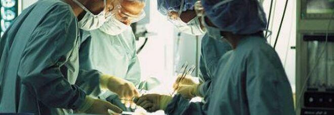 Trapianto di polmoni ma la donatrice aveva il Covid, paziente muore dopo 2 mesi dall'operazione