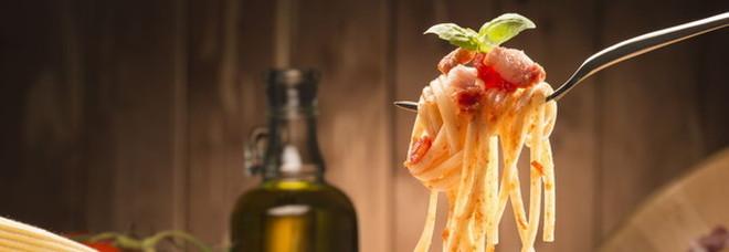«Mangiare i carboidrati a cena non fa ingrassare»: lo studio che rivoluziona le abitudini a tavola