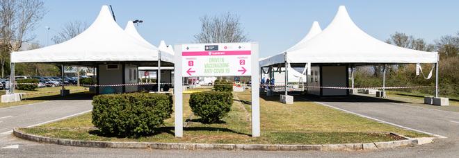Vaccini, inaugurato l'hub di Valmontone che aprirà il 19 aprile. Zingaretti: «Sarà il più grande d'Italia»