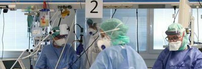 Gemelli 70enni divisi dal coronavirus: uno è morto, l'altro è guarito. Ma non sa ancora nulla