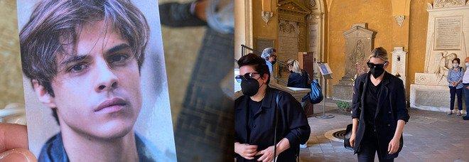 Michele Merlo, aperta la camera ardente a Bologna: anche Emma per l'ultimo saluto Foto