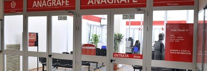 Milano, l'anagrafe riapre le sedi chiuse per covid: i nuovi orari lunghi