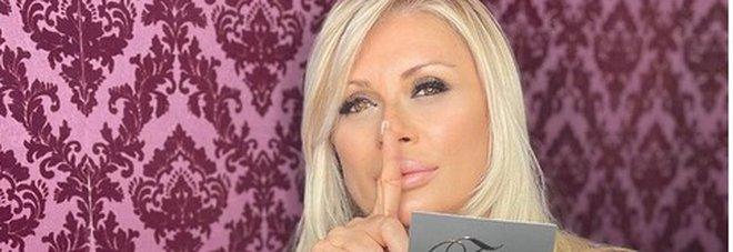 """Uomini e donne e Tina Cipollari, continua il mistero della sua """"scomparsa"""". Appello social dei fan"""