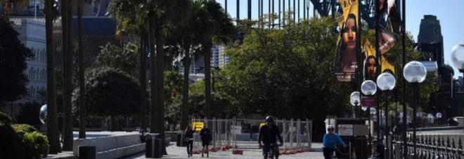 Variante Delta preoccupa Sidney, lockdown di due settimane. Il Governo: «Restate a casa»