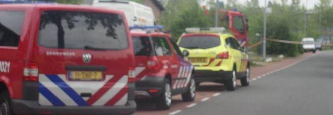 Dramma al passaggio a livello: treno travolge una bici con carrellino, morti quattro bambini