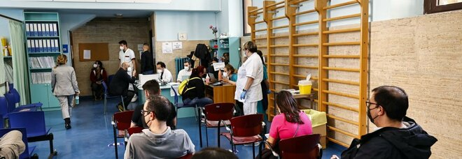 Maturità anti Covid, gli studenti si vaccinano nei giorni 1, 2 e 3 giugno. I presidi: «Vaccinare tutte le commissioni»