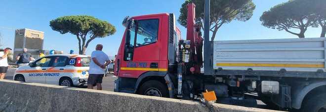 Maxi incidente sulla Pontina: coinvolte due auto e un trattore. Traffico tornato regolare
