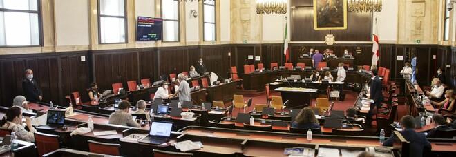 Covid in Lombardia, il bollettino: 83 nuovi casi e 4 decessi. A Milano il consiglio comunale torna in presenza