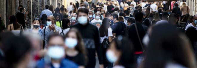 Via le mascherine all'aperto, arriva l'ok del Cts. Speranza conferma: «Stop all'obbligo dal 28 giugno»