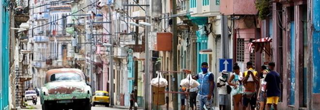 Cuba, morto un italiano di 42 anni: Alessandro stroncato da malore in spiaggia. Lascia una figlia adolescente