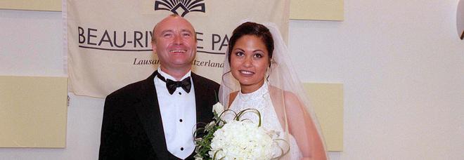 Phil Collins, l'ex moglie lo accusa: «Non si è lavato per un anno, vive da eremita e puzza»