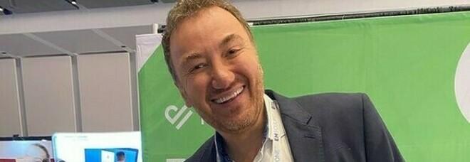 Chirurgo plastico dello show tv morto di Covid: «Contagiato da una paziente che gli ha tossito in faccia»