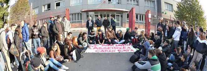 Non vogliamo la divisa gli studenti dell 39 alberghiero - Scuola carlo porta milano ...