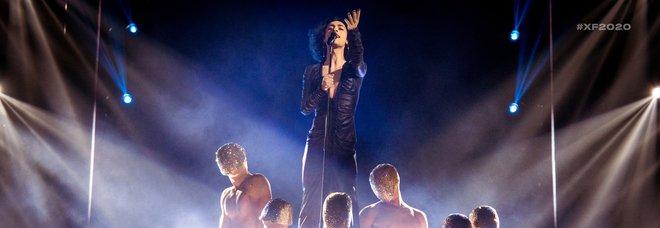 Blue Phelix eliminato da X Factor2020. Emma Marrone delusa: «Purtroppo qui in Italia non siamo pronti»