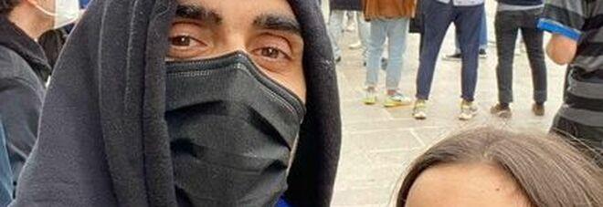 Filippo Magnini alla festa dell'Inter in piazza Duomo, la foto fa il pieno di insulti: costretto a rimuovere il post