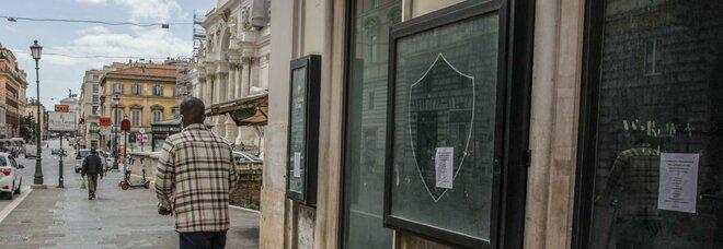 Roma, via Nazionale in agonia: chiusi 100 negozi su 160. «Abbandonati dal Comune, poi il colpo di grazia del Covid»