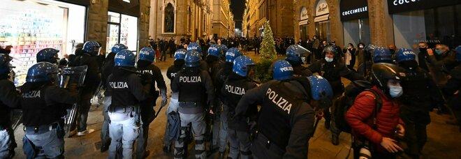 Firenze, scontri in Centro: almeno 10 fermati e lancio di molotov