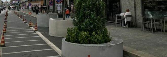 Rivolta in corso Buenos Aires: no alle piante in vaso, tolgono i posteggi auto